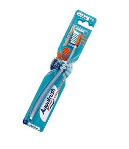 Aquafresh fogkefe Tooth and Tongue közepes sörtékkel